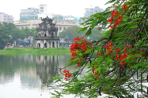 A spectacular view of Hoan Kiem Lake- Hanoi