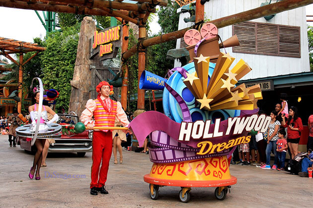 Explore Hollywood Dreams Parade in Singapore Student Tour