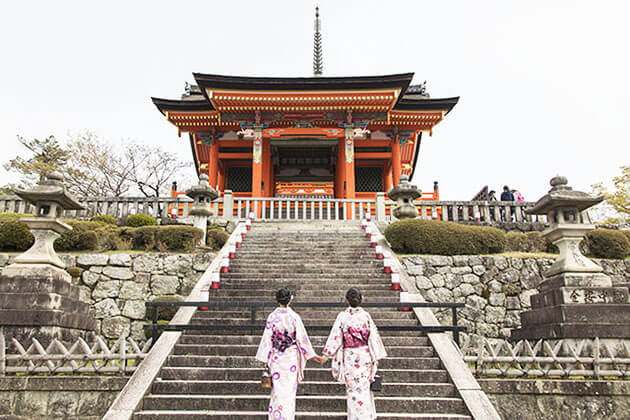 Explore Kiyomizu Dera in Japan School Trip