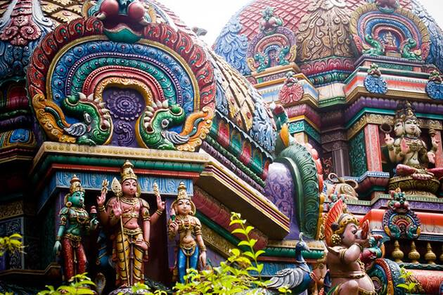 Explore Sri Maha Mariamman Temple from school tour to Singapore