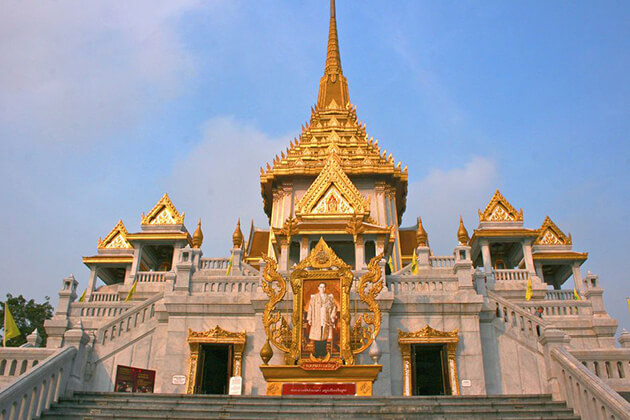 Golden Buddha Temple in Thailand educational field trip