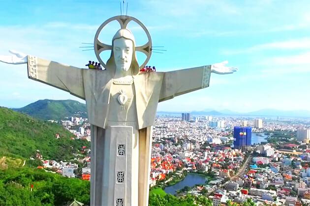 visit Jesus Statue in Vung Tau from Vietnam school trip