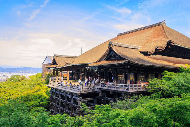 Kiyomizu Temple discovery in Japan school trip