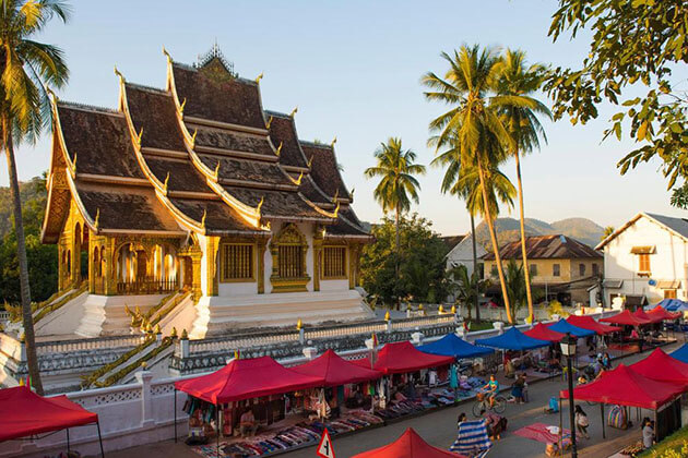 Luang Prabang visiting in Laos student tour