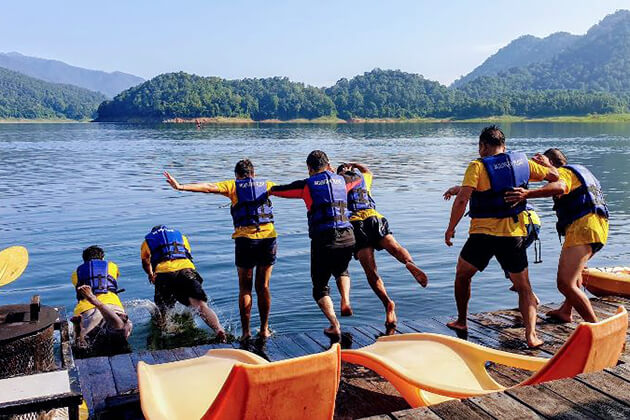 Mae-Ngat-Dam-exploration-in-Thailand-school-vacation