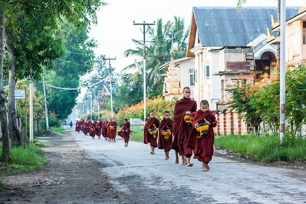 Monks-go-for-Alms-giving-in-Nyaung-Shwe
