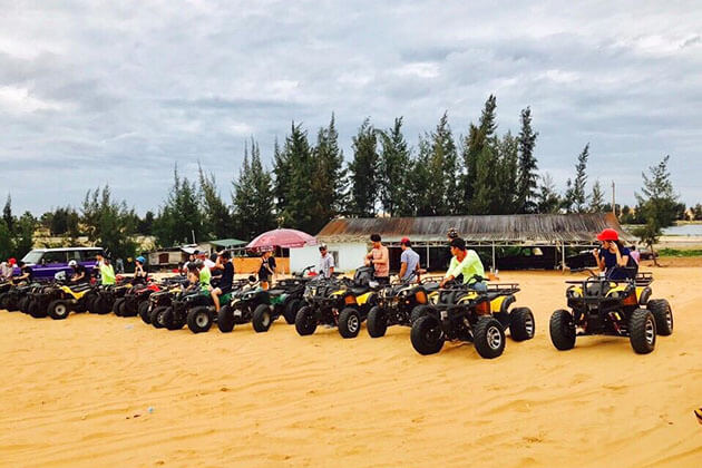 students from Vietnam School tour join Mui Ne Sand Dunes Jeep Tour
