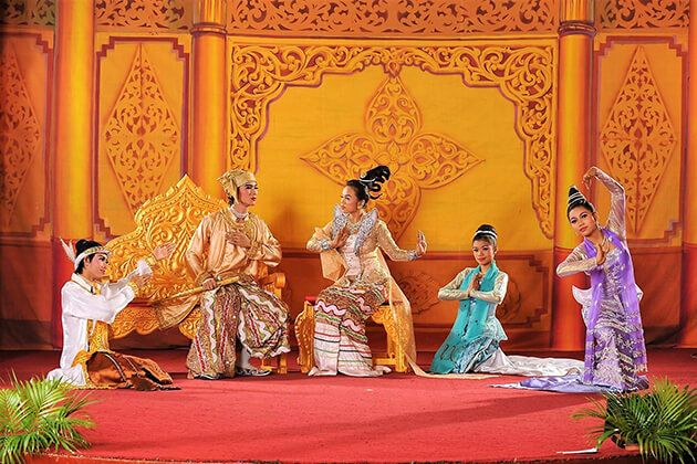 Myanmar-cultural-performances-in-Karaweik
