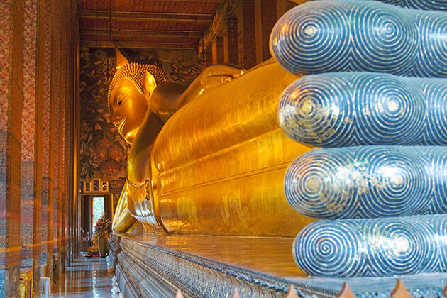 explore Reclining Buddha Temple in Wat Pho from Thailand school tour