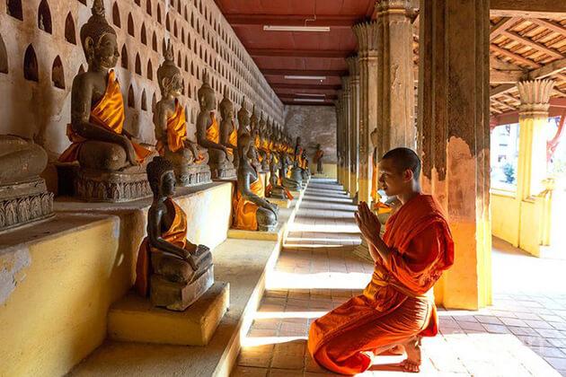 School-Trip-in-Wat-Sisaket