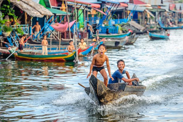 See the local life of people in Tonle Sap Lake