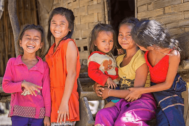 Small-children-in-Ban-Xang-Khong-village
