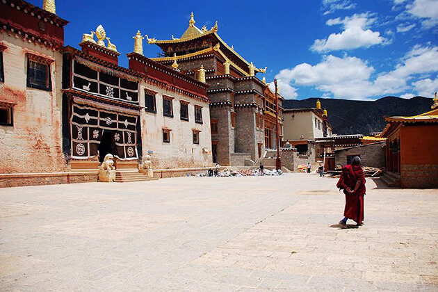 Songzanlin Monastery best place to visit for school tour to China