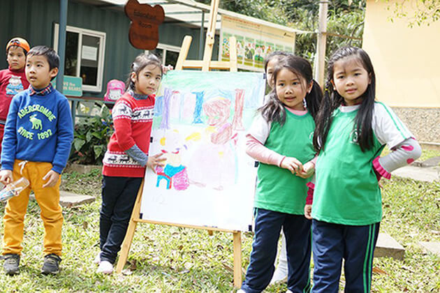 Students draw bear in the Bear Sanctuary
