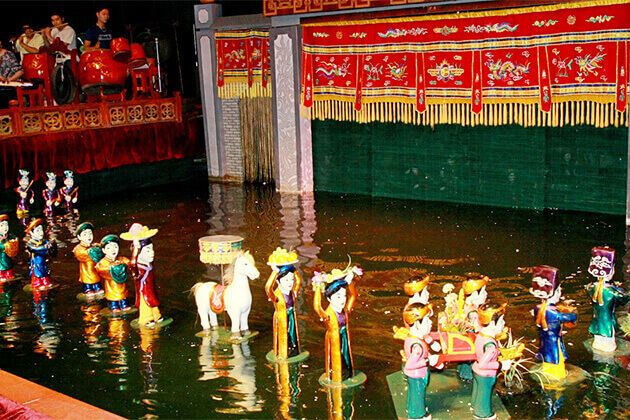 Students-enjoy-Water-Puppet-Show