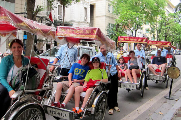 Students experience Cyclo Tour in Hanoi