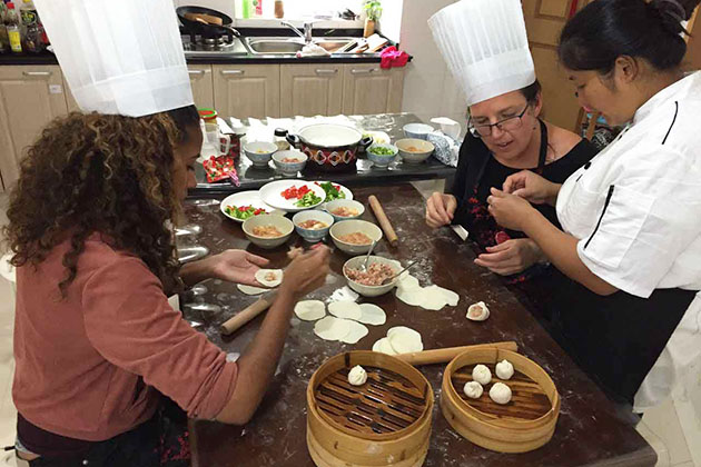 Students make dumpling in Shanghai