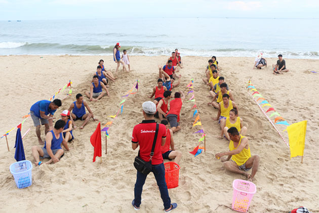 team building game for students in Vietnam school tour in Mui Ne Beach