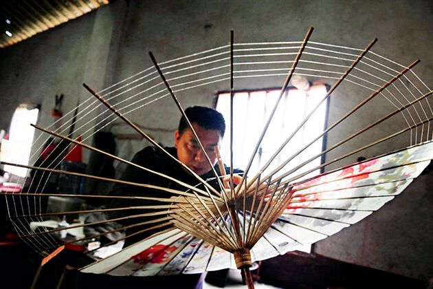 Students see crafted umbrellas from Taiwan School Trip