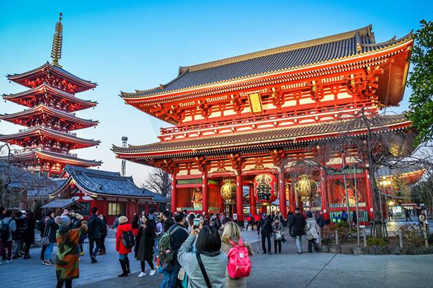 Students visit Asakusa Kannon Temple