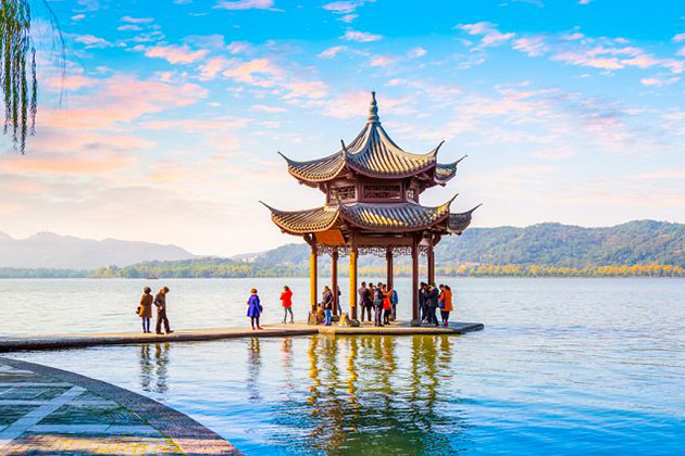 Students visit Hangzhou in China school tour