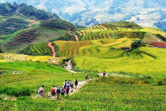Students visit Y Linh Ho village in Sapa