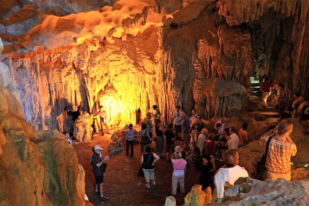 Students visit to Sung Sot Cave- Halong