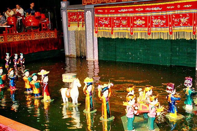 Students of Vietnam school tour witness Water Puppet show in Hanoi