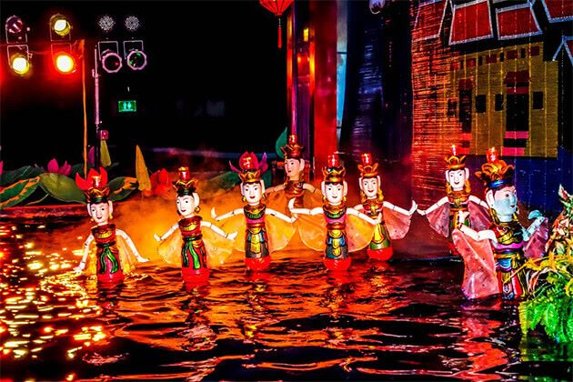Students-witness-Water-Puppets-in-Hanoi