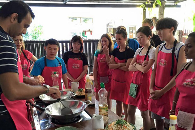 chiang mai cooking class for students in Thailand school tour
