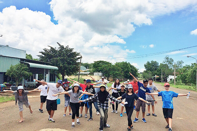 Community service for students from Vietnam School Trip