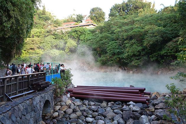 Hot-springs in Taiwan school trip