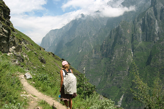 students of China school trip exploreTiger Leaping Gorge