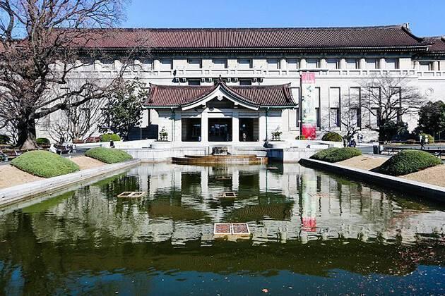students of Japan school tour visit Tokyo National Museum