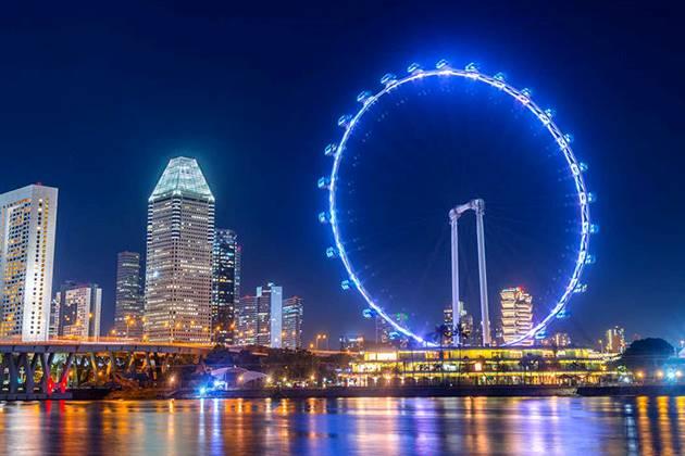 students of Singapore school tour visit Singapore Flyer Observation Wheel