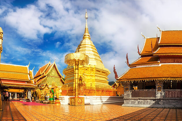 students of Thailand school tour visit Wat Prah That Doi Suthep