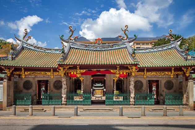 students of school trip visit Thian-Hock-Keng-Temple-Singapore