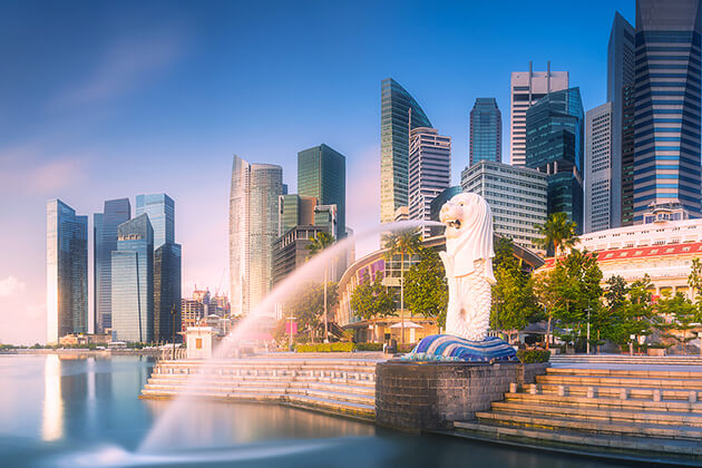 students visit The Merlion Statue in Singapore school trip