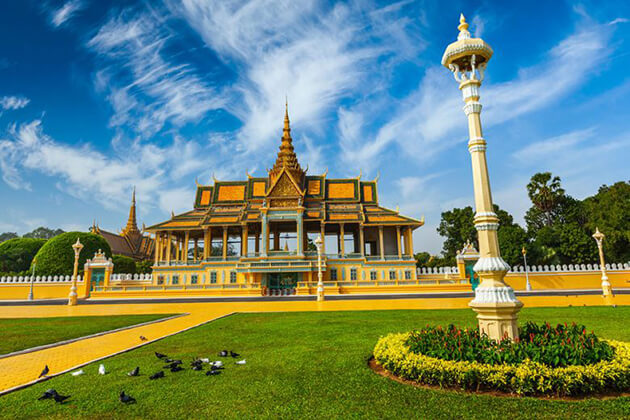 visit Phnom Penh in school trip to Cambodia